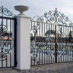 Как установить кованые ворота своими руками